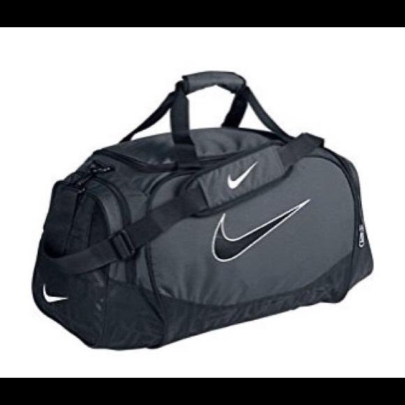 4949643233ab Nike Gym Bag - Brasilia 5 Medium Duffel Gym Bag. M 5ad3f815331627e68e5ae412